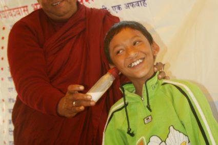 जादू देखाउने बौद्ध भिक्षु